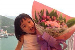 赵薇晒女儿小四月近照 网友呼吁:杨幂晒小糯米
