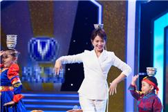 刘涛助演跳舞顶碗样样行 白色套装优雅知性