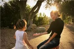 章子怡:影后奖杯的重量 也不抵陪女儿拣的石子