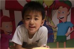 张柏芝为儿子举行生日宴,小儿子的颜值真不是一般的高呀!