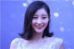 陈一雯亮相亚洲影响力盛典 清新俏丽优雅迷人
