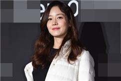韩星成宥利出席活动 黑白风干练简约