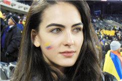 世界杯第一美女登热搜 身材颜值超无敌