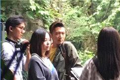 谢霆锋和张靓颖成都吃火锅 大快朵颐边吃边录节目