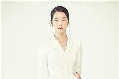 韩国女艺人徐艺智拍杂志写真展成熟优雅魅力