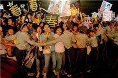 为什么香港明星都很自然上街?内地明星却前呼后拥?为啥差距巨大