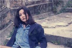 王菲30年前青涩旧照曝光 短裤配渔网袜时尚性感